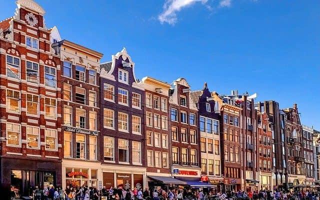 amsterdam street people shopping